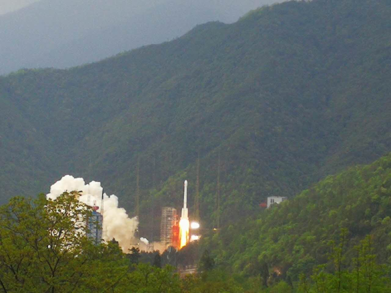 Shijian-13, China's first high-throughput communications satellite, is launched from Xichang Satellite Launch Center in southwest China's Sichuan Province at 7:04 p.m., April 12, 2017. [Photo: China Plus/Liu Yiyao]