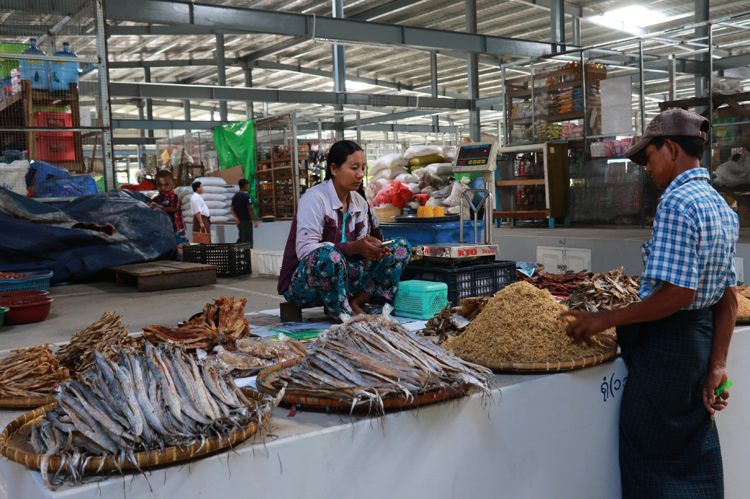 Dried seafood is seen inside the market. [Photo: China Plus/Tu Yun]