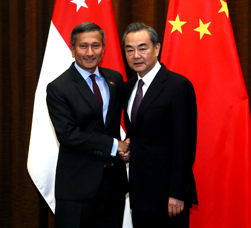 Chinese Foreign Minister Wang Yi (R) and his Singaporen counterpart Vivian Balakrishnan shake hands with each other during a meeting in Beijing on Monday, June 12, 2017. [Photo: fmprc.gov.cn]
