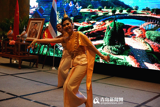 A Thai student performs a folk dance in Qingdao, alongside the launch of the Royal Thai Consulate-General in December, 2014. [File Photo: qingdaonews.com]
