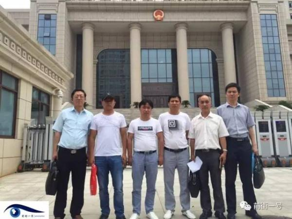 Cheng Lihe (second from the left), Fang Chunping (third from the left), Cheng Fagen (fourth form the left), three of the four men from Jiangxi Province who were sentenced to death in 2003 on charges of robbery, rape and homicide that happened in 2000. The four are expected to receive over 2.27 million yuan each from the state as compensation, citing a document issued by the High People's Court in Jiangxi Province on August 4, 2017. [File Photo: Wechat]